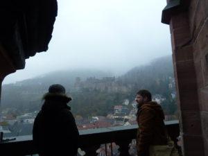im Hintergrund: Die Schlossruine