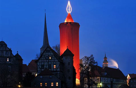 http://crazywickedworld.blogspot.de/2008/12/worlds-biggest-candle.html
