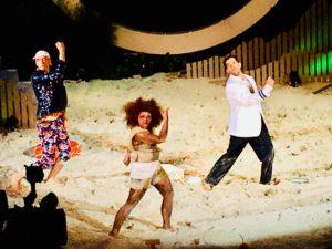Caliban tanzt mit Trinculo und Stephano