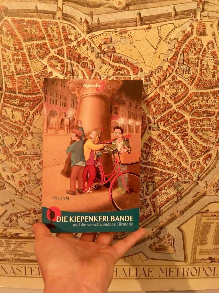 Die Kiepenkerlbande und die verschwundene Türmerin, ein Buch von Pia Leicht mit Zeichnungen von Anne Wöstheinrich