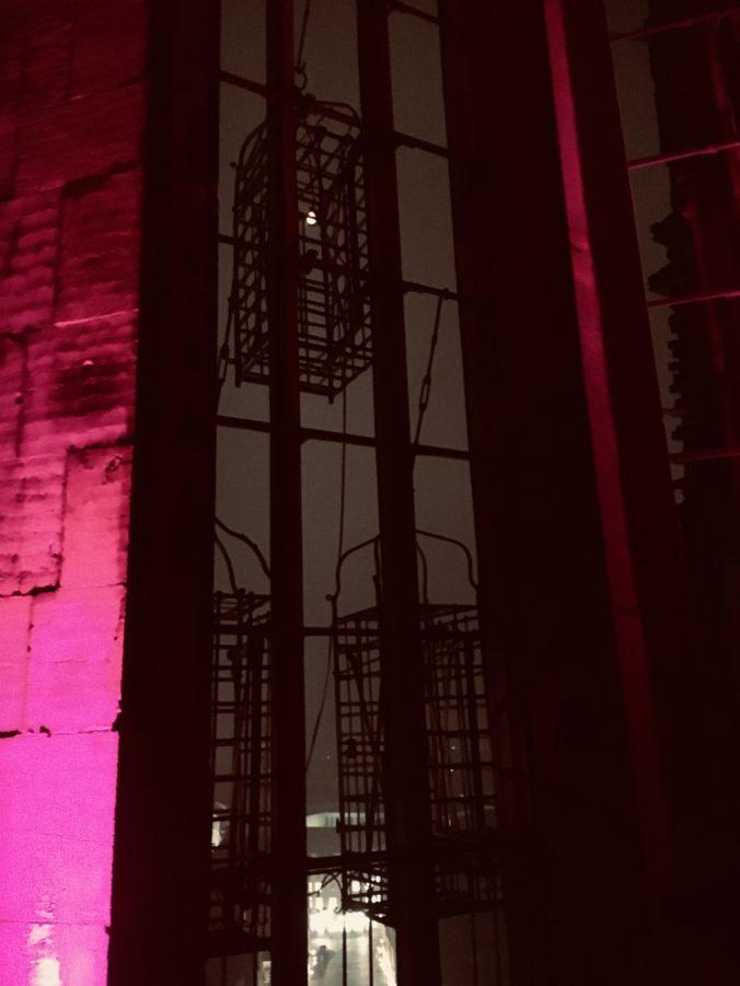 Lambertikirchturm rot beleuchtet